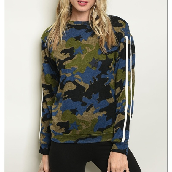 Blue & green camo sweatshirt sporty athleisure top